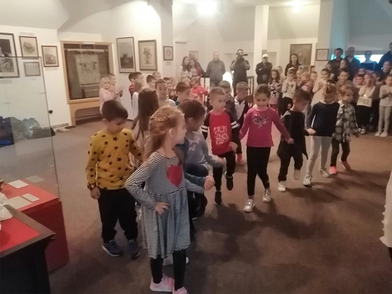 Изложба музејског фестивала: Пружи ми руку и дозволи да те упознам – национална мањина Руси